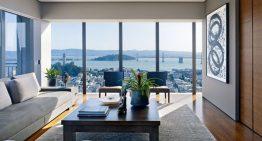 Обширен и луксозен апартамент изпълнен с любов към изкуството