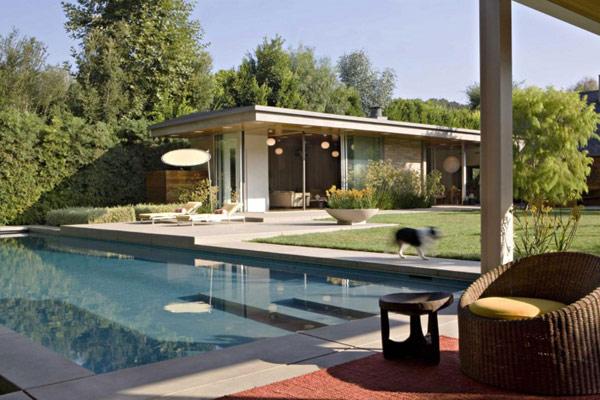 zakachlivi-mebeli-i-eleganten-dizain-rezidentsiq-brentwood-913g