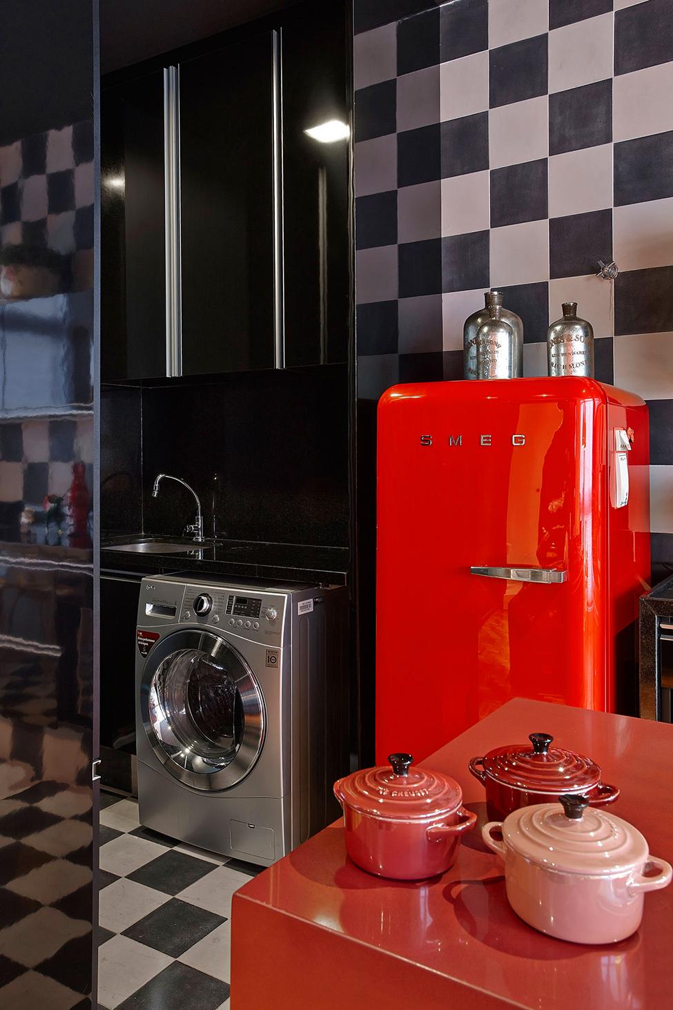 apartament-v-braziliq-pokazva-neveroqten-miks-ot-tsvetove-i-teksturi-8g