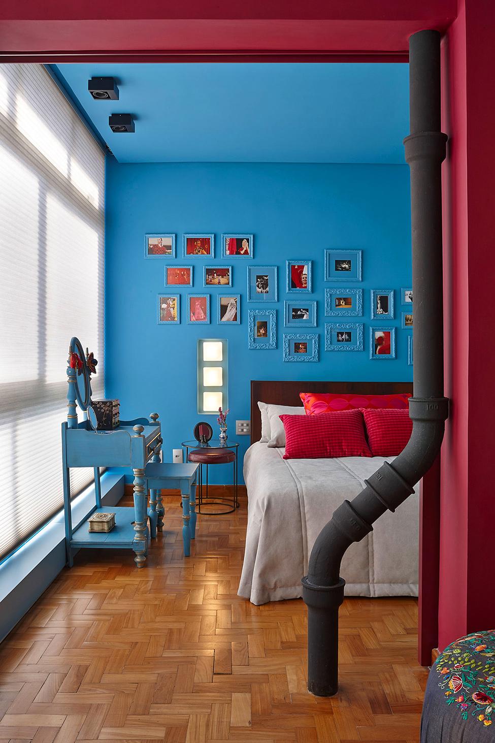 apartament-v-braziliq-pokazva-neveroqten-miks-ot-tsvetove-i-teksturi-910g