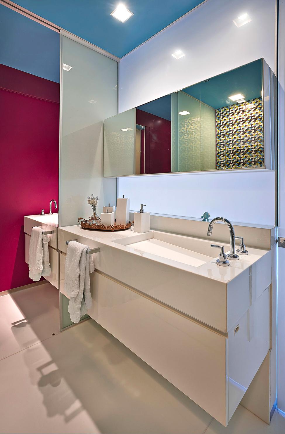 apartament-v-braziliq-pokazva-neveroqten-miks-ot-tsvetove-i-teksturi-914g