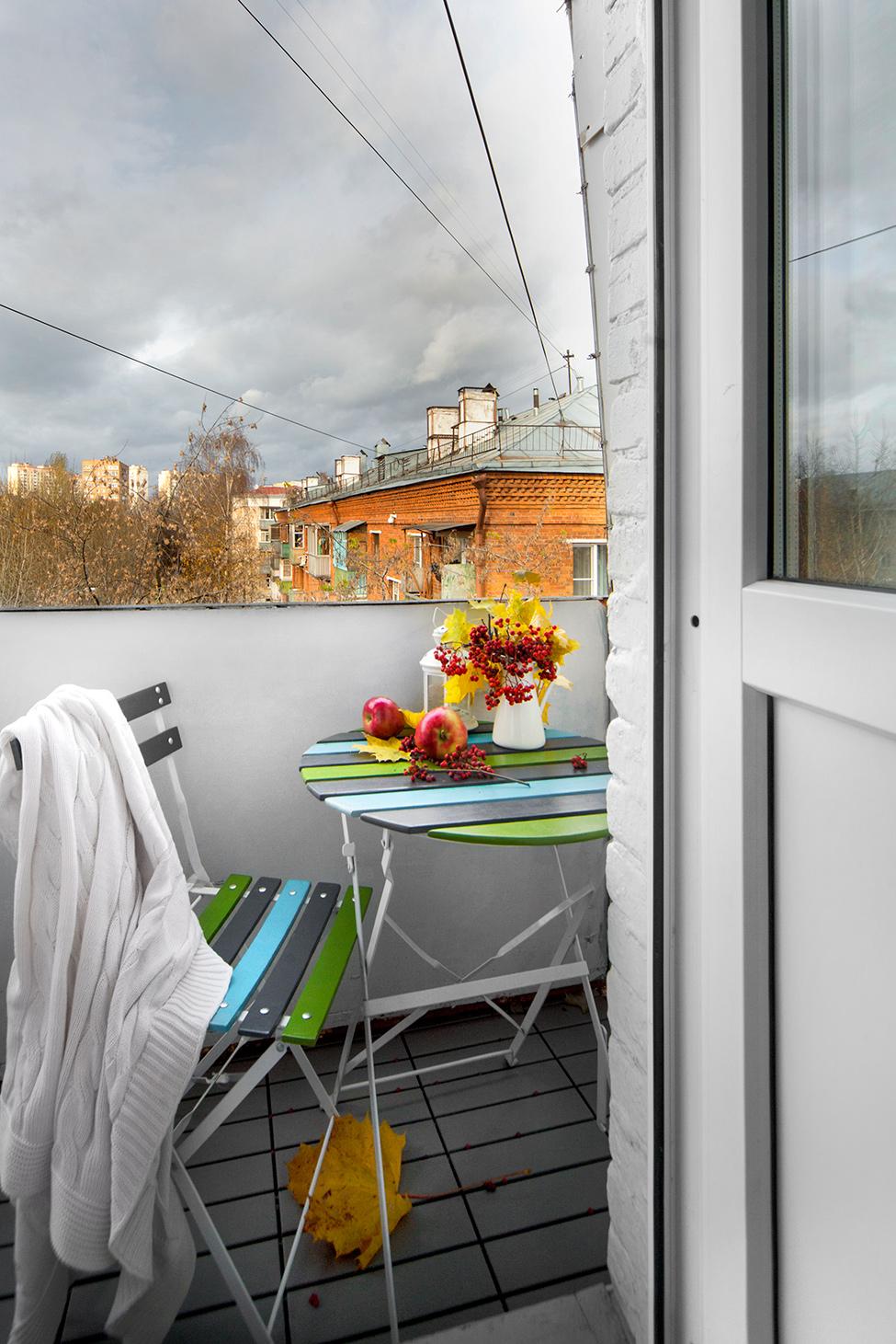 apartament-v-moskva-pokazva-miks-ot-moderen-i-retro-stil-910g