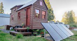 Ръчно изработена къща на колела с уютен и практичен интериор