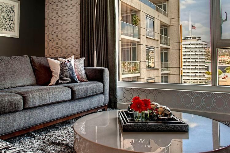 vpechatlqvasht-apartament-s-raznoobrazni-tsvetove-i-teksturi-v-los-andjelis-2g
