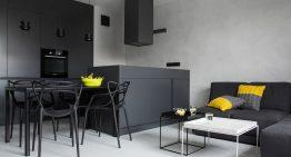Малък черно-бял апартамент в Полша с минималистичен дизайн
