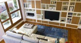 Модерна резиденция в Милано, показва интересни мебели и функции