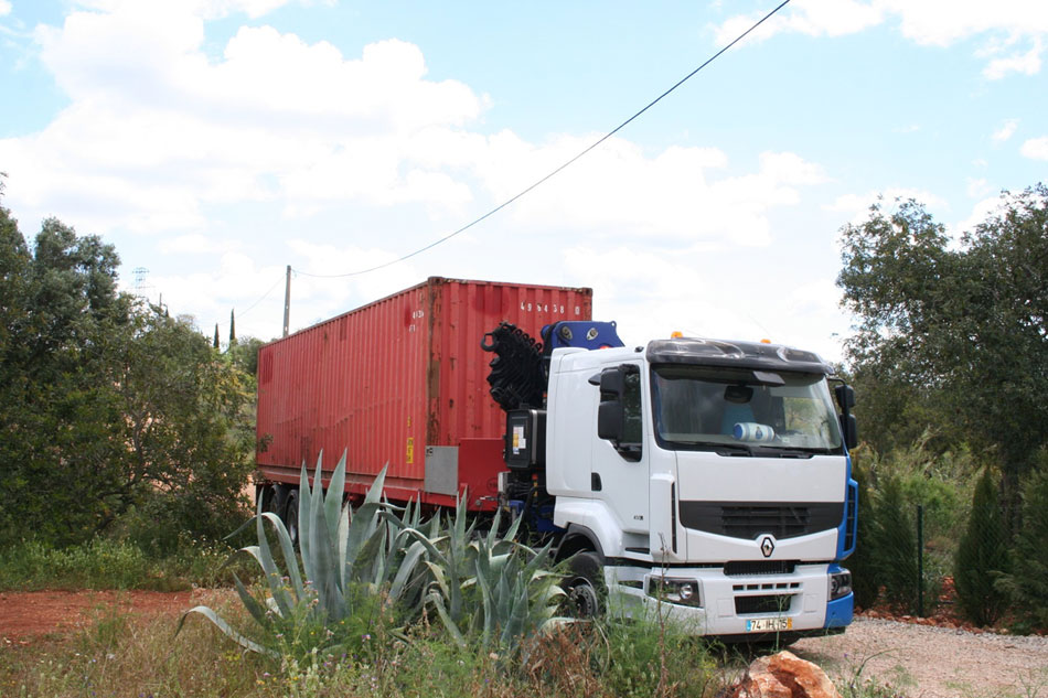 kak-star-koraben-konteiner-se-prevarna-v-uiutna-lqtna-vila-910g
