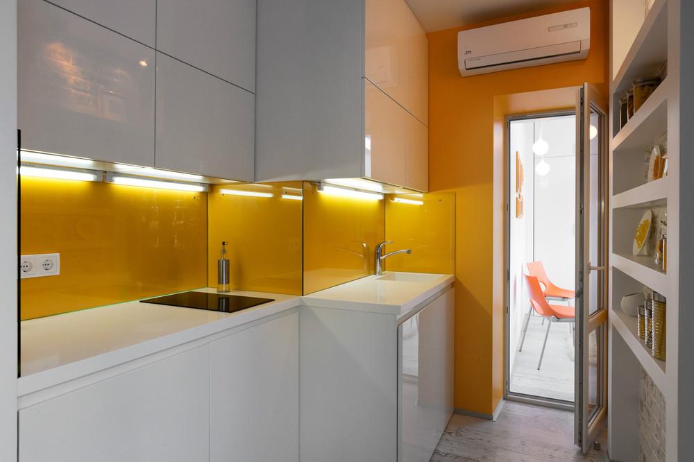 malak-apartament-s-kompakten-i-mnogofunktsionalen-interior-2g