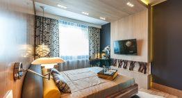 Красив и функционален интериор за малка спалня (14 м²)