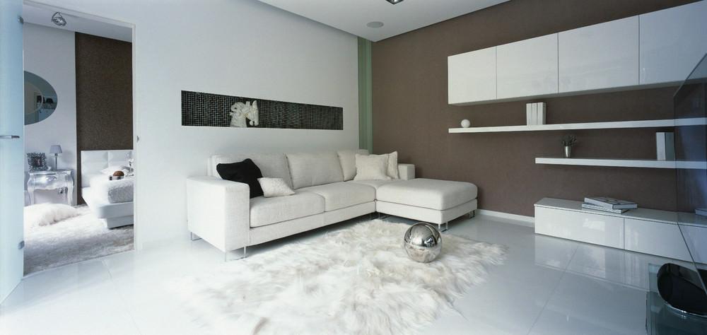 savremenen-interior-na-apartament-v-beli-niuansi-1g