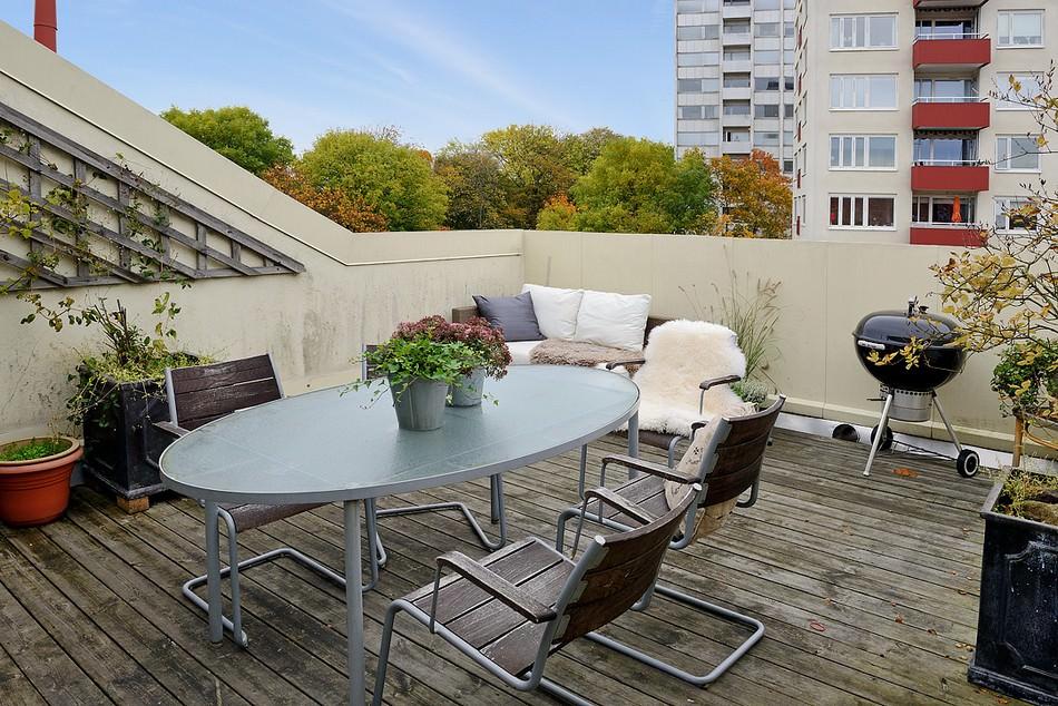 svetal-dvustaen-apartament-v-moderen-shvedski-stil-912g