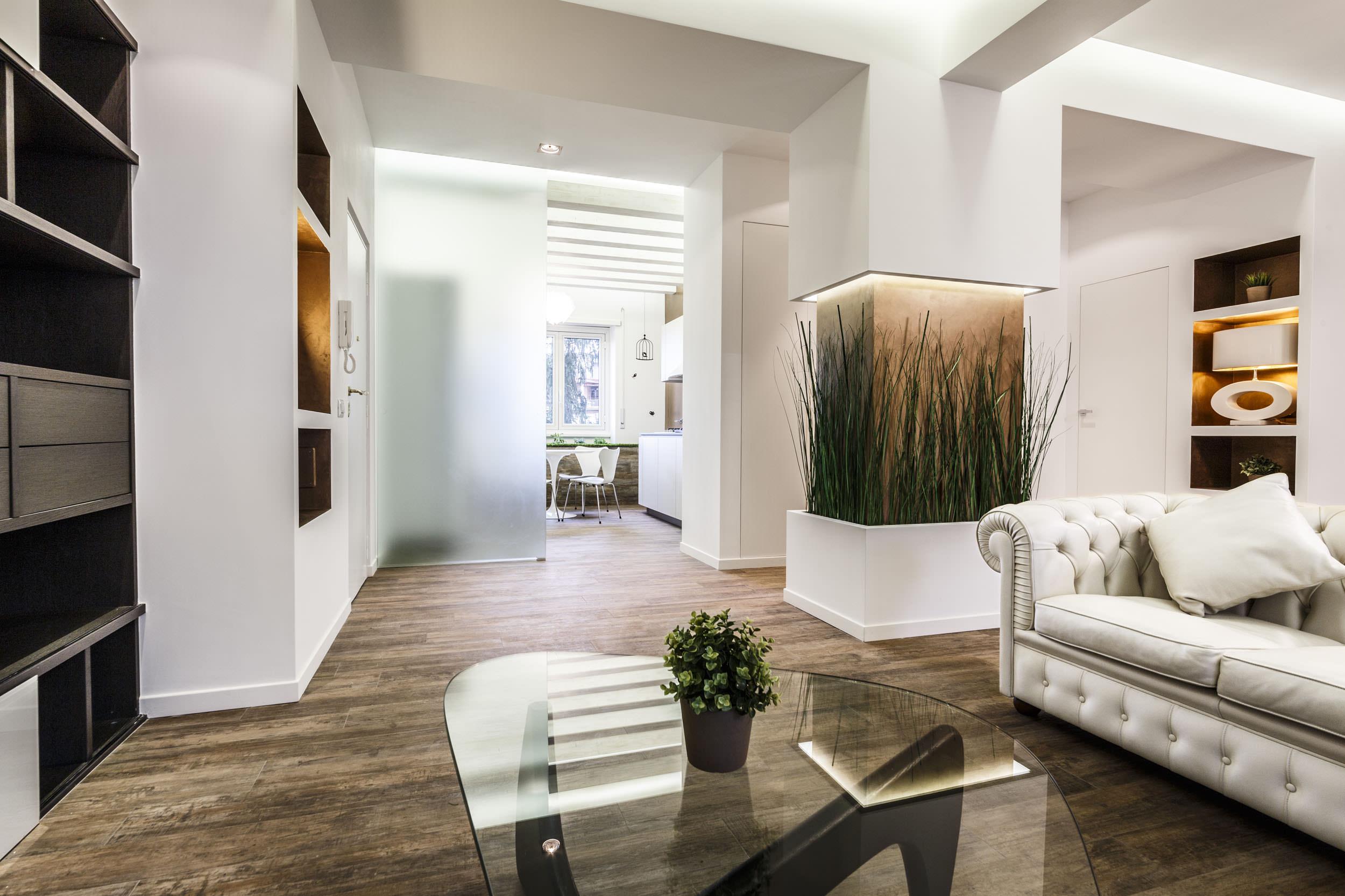 moderen-italianski-apartament-s-izobilie-ot-zelenina-1g