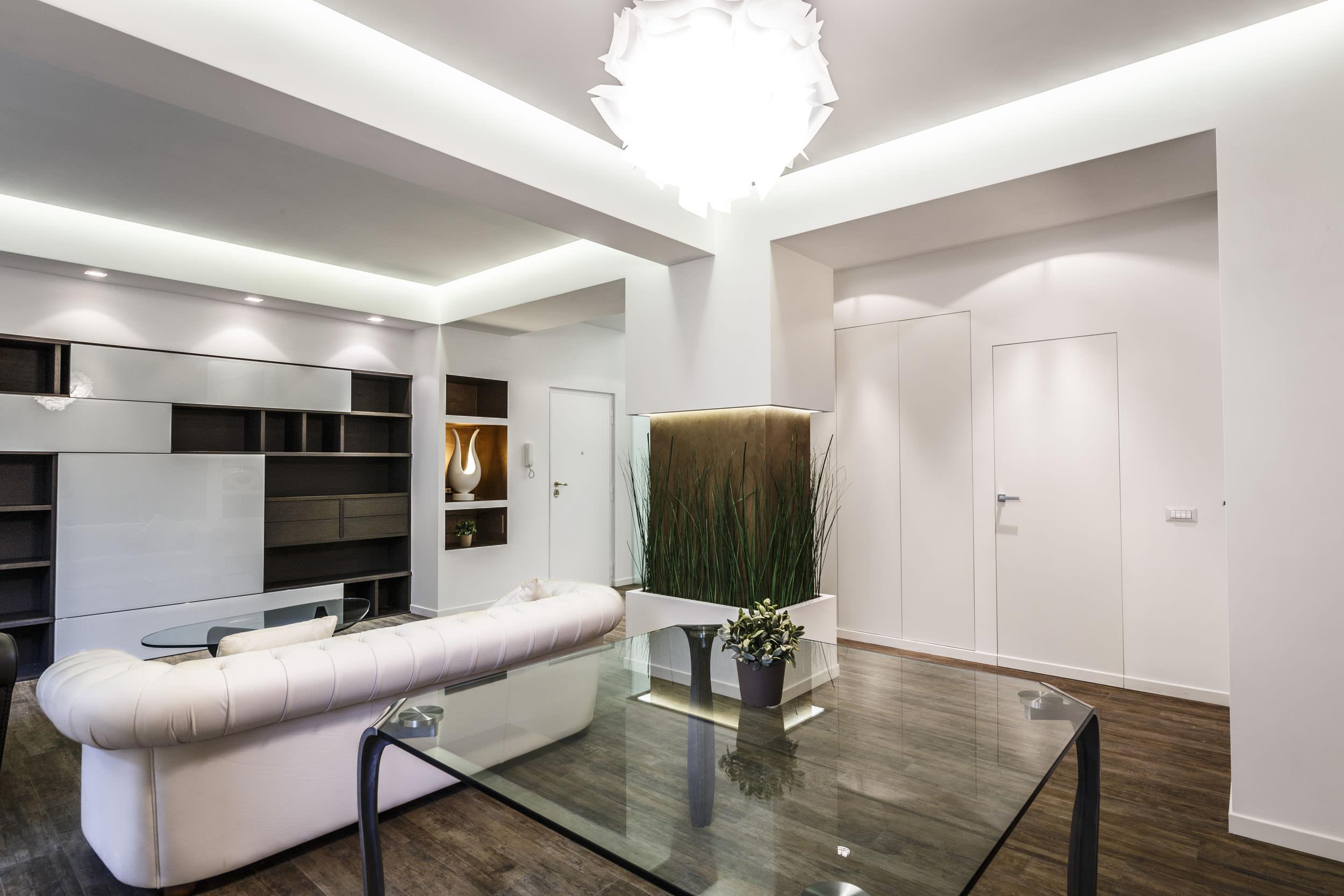 moderen-italianski-apartament-s-izobilie-ot-zelenina-4g