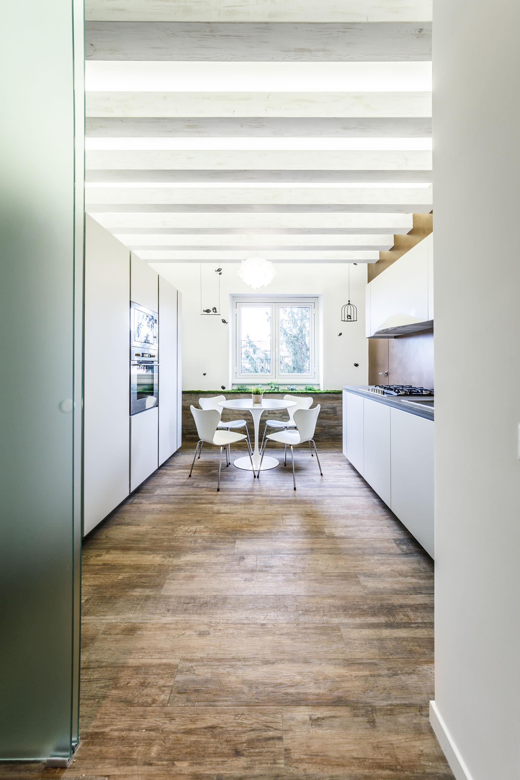 moderen-italianski-apartament-s-izobilie-ot-zelenina-6g