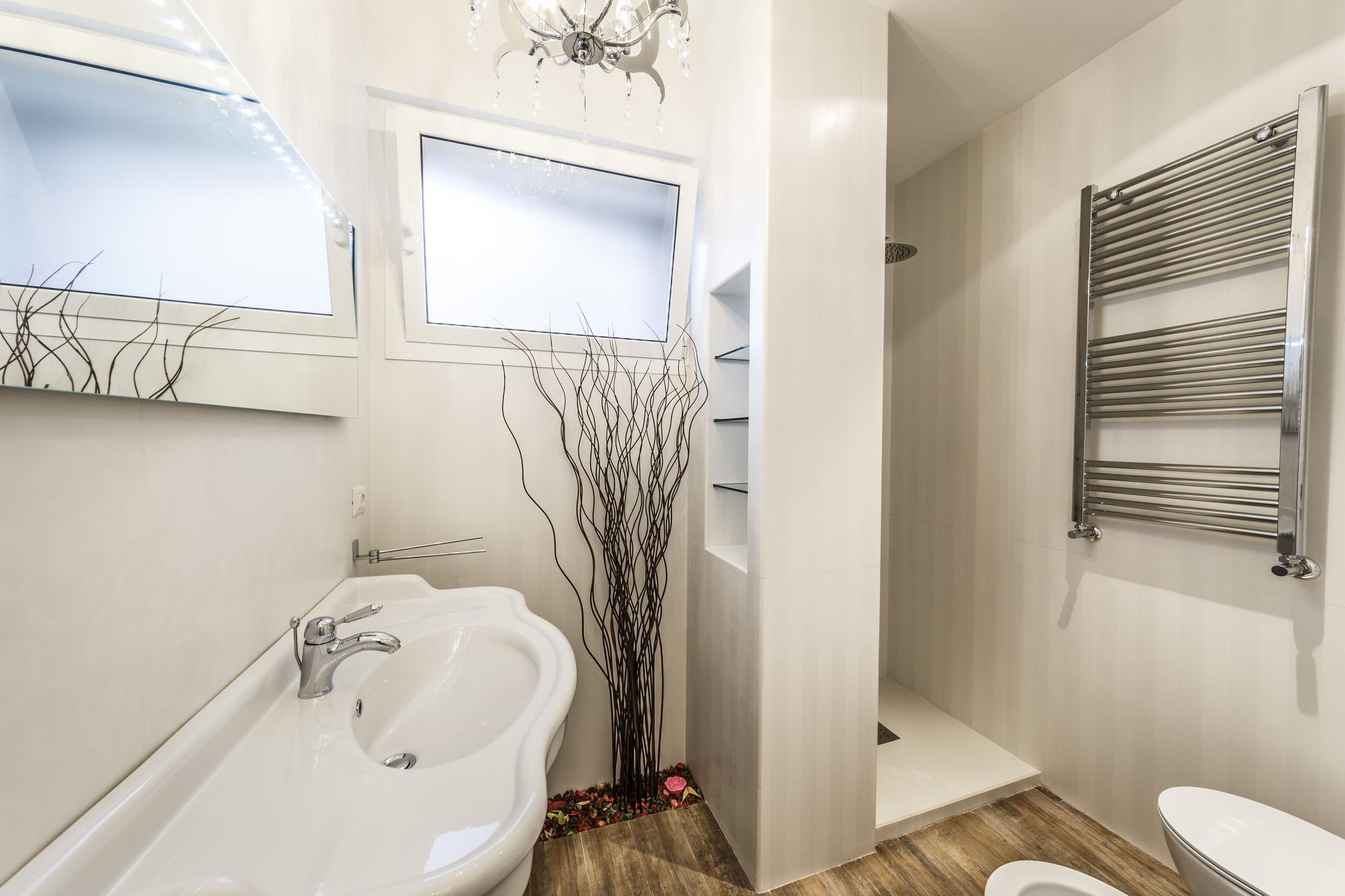 moderen-italianski-apartament-s-izobilie-ot-zelenina-912g