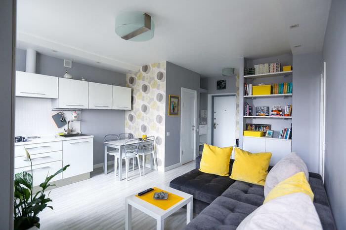 simpatichen-interior-na-malak-apartament-v-sivo-i-jalto-2g