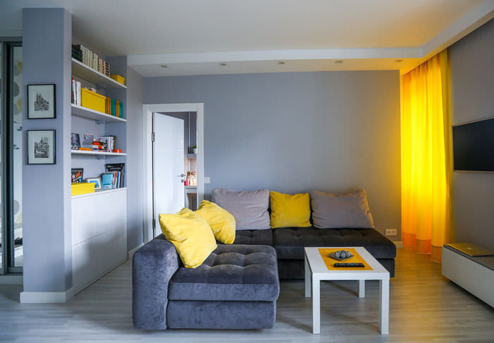 simpatichen-interior-na-malak-apartament-v-sivo-i-jalto-5g