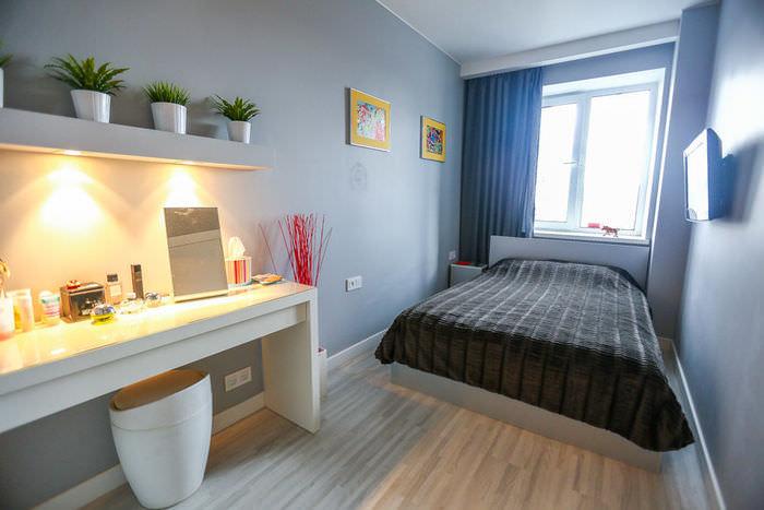 simpatichen-interior-na-malak-apartament-v-sivo-i-jalto-6g