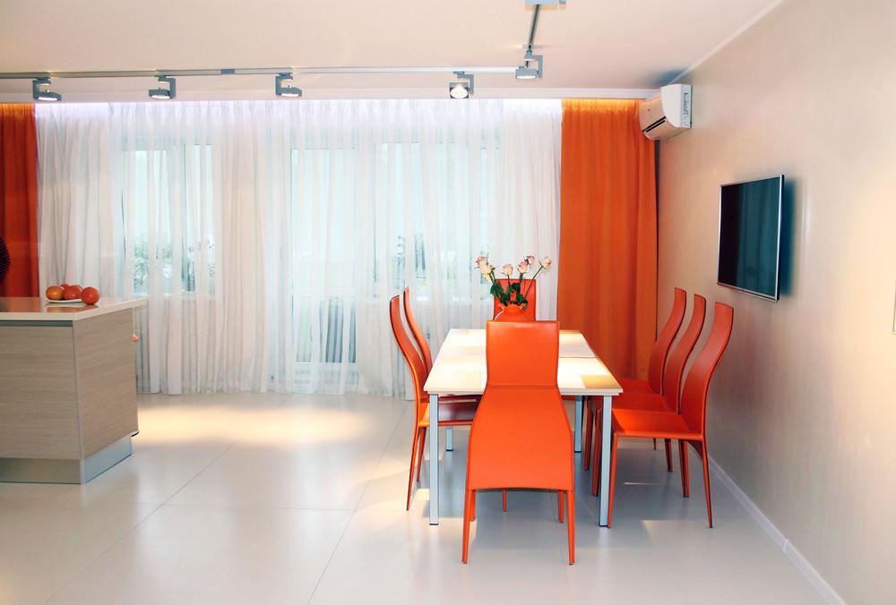 stilen-interior-na-kuhnq-s-oranjevo-nastroenie-1g