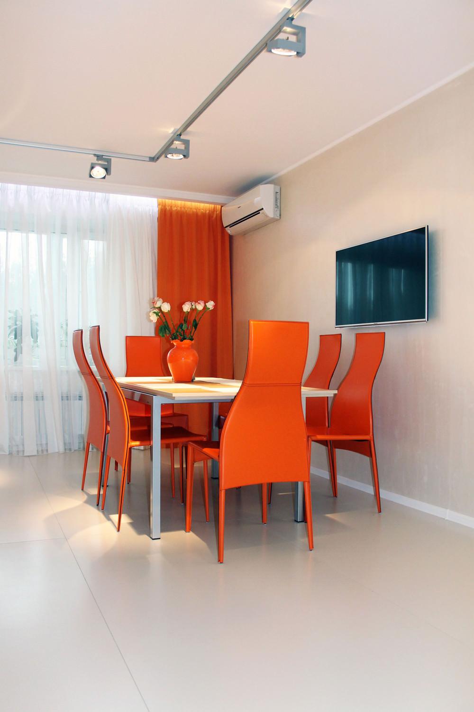 stilen-interior-na-kuhnq-s-oranjevo-nastroenie-6g