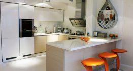 Стилен интериор на кухня с оранжево настроение