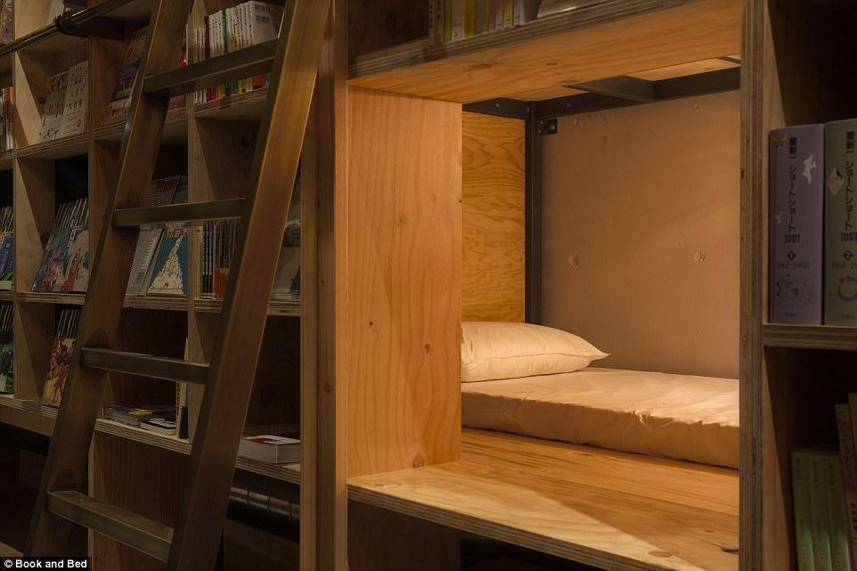 book-and-bed-hotel-i-biblioteka-v-edno-2g