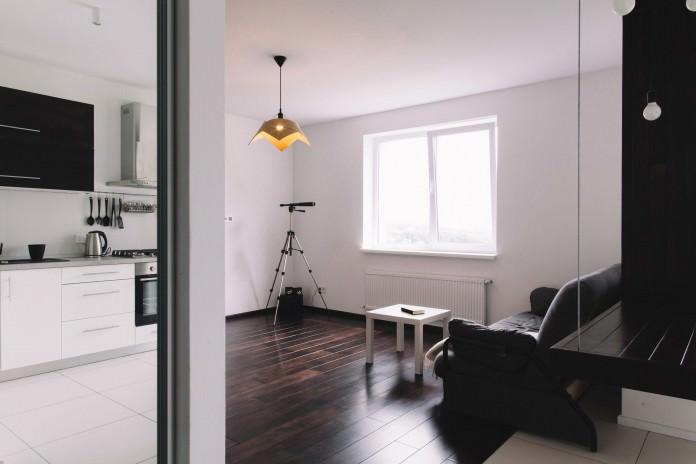 stilen-malak-apartament-s-interior-v-cherno-i-bqlo-50-m-2g