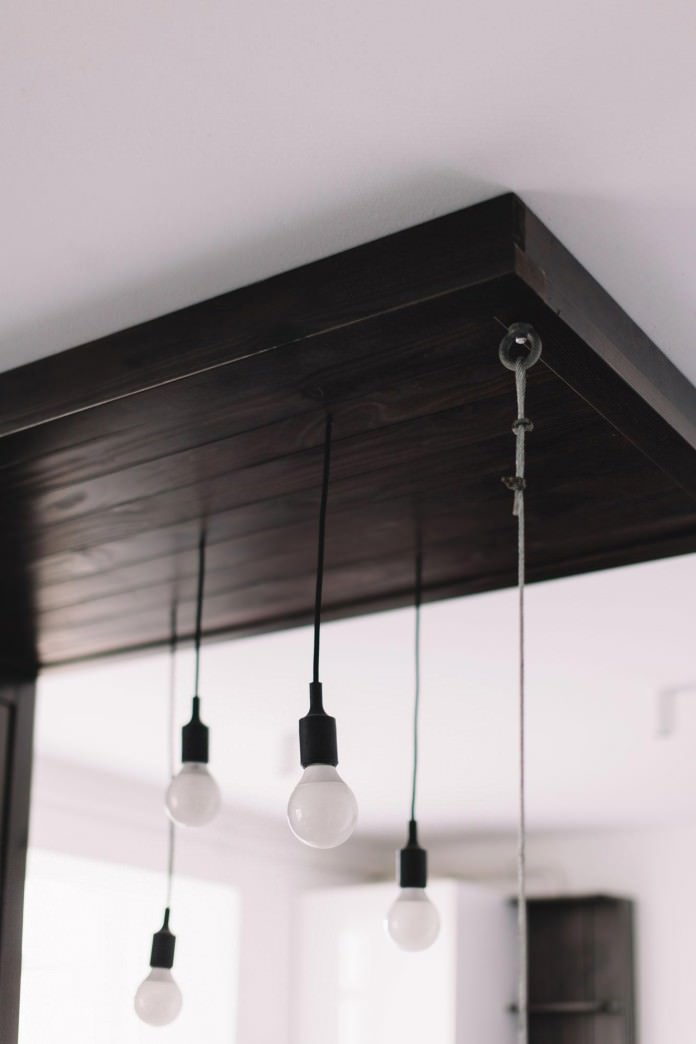 stilen-malak-apartament-s-interior-v-cherno-i-bqlo-50-m-5g