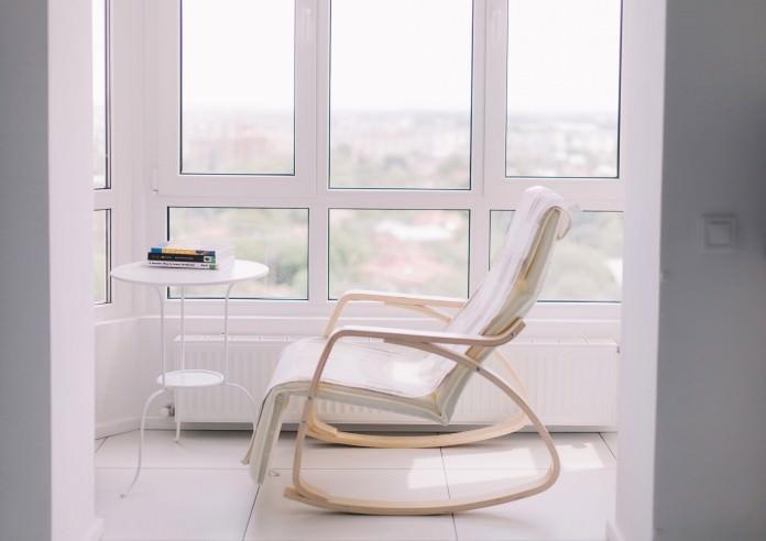 stilen-malak-apartament-s-interior-v-cherno-i-bqlo-50-m-6g