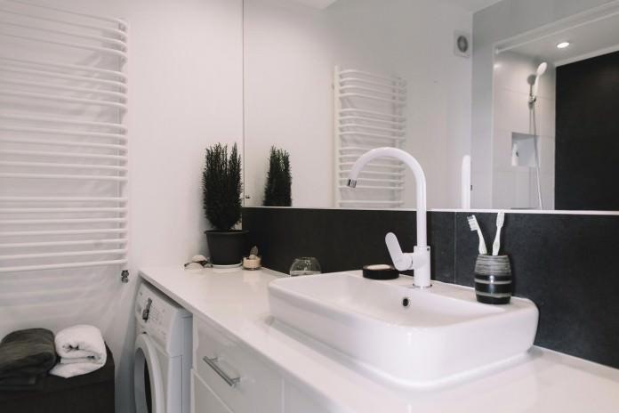 stilen-malak-apartament-s-interior-v-cherno-i-bqlo-50-m-914g