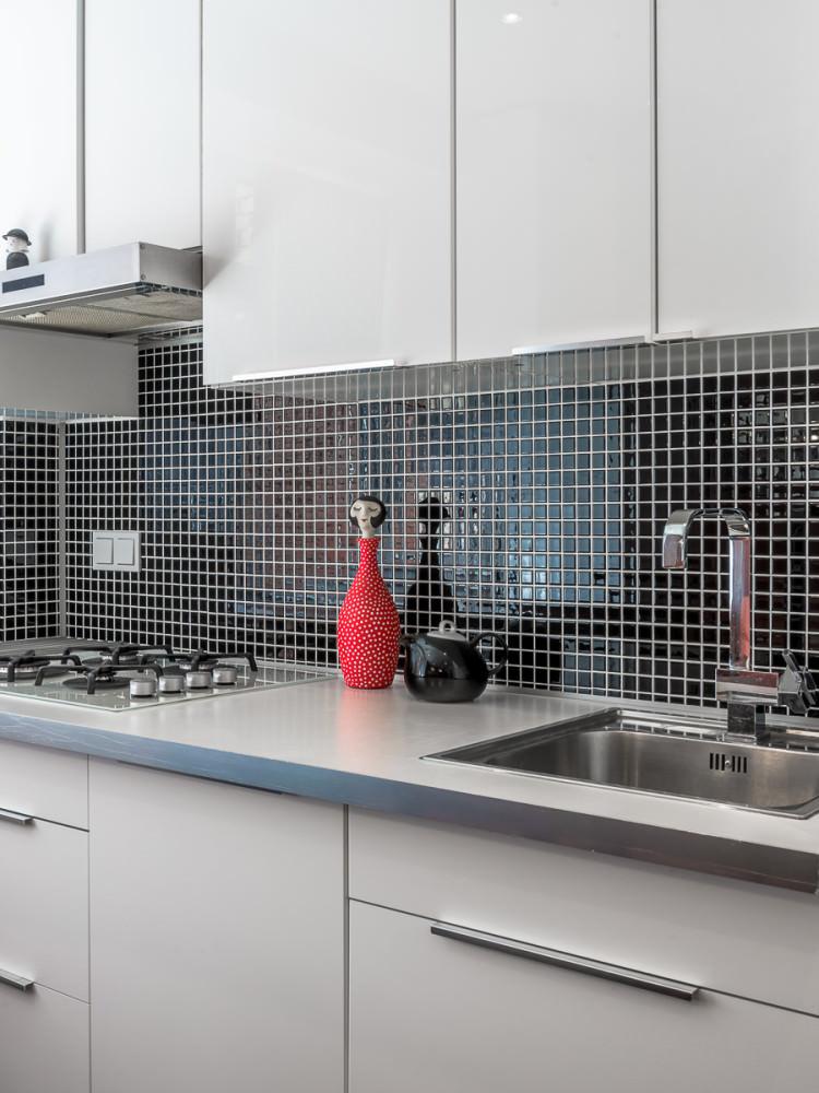 funktsionalen-interior-na-studio-v-kontrastni-tsvetove-36-m-8g
