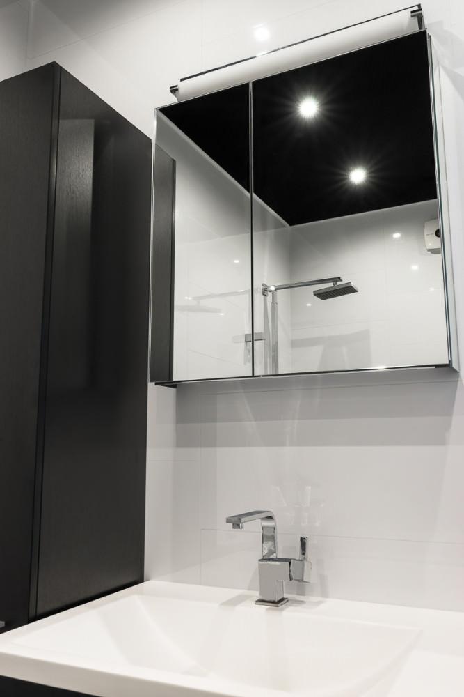 funktsionalen-interior-na-studio-v-kontrastni-tsvetove-36-m-912g