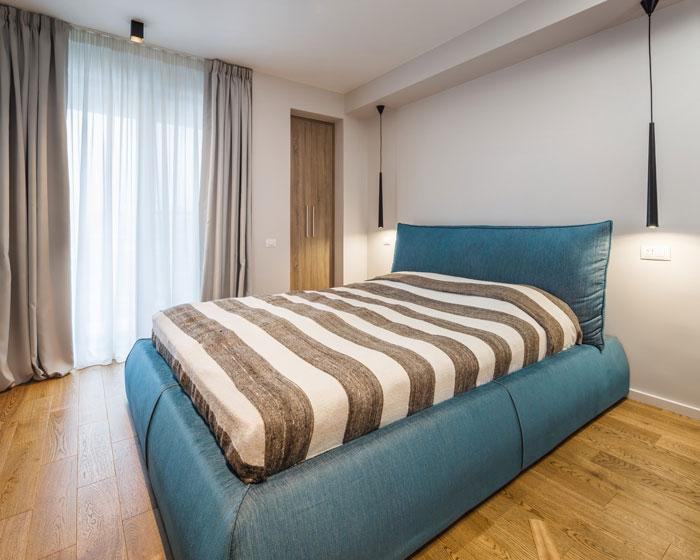 prostoren-apartament-s-artistichen-interior-v-bukuresht-72-m-910g