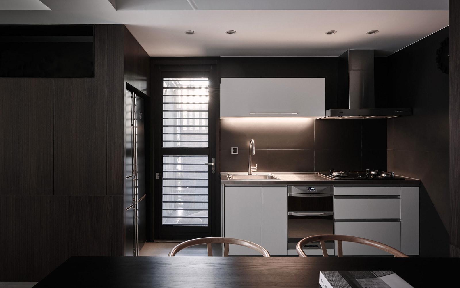 etaj-ot-kashta-s-moderen-i-prostoren-interioren-dizain-120-6g