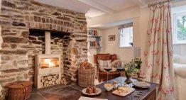 Съчетание на модерен и ретро стил в къща на повече от 300 години