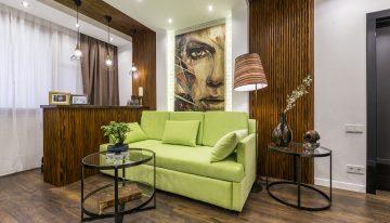 Съвременен и уютен интериор за всекидневна с приобщен балкон [19 м²]