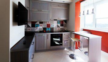 Какво можем да постигнем, ако приобщим балкона към малката кухня?